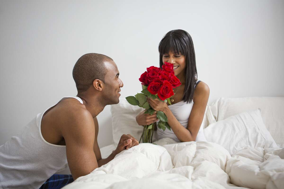 3. How do I tell my partner what I need in bed? He isn't a mind reader, so you have to speak up and be clear about what you want. Framing your request as a compliment really works. Want him to pleasure you more? Tell him how turned on you were during your last lovemaking because he really took his time. Before you know, he'll be offering more foreplay than you can handle! Gentle instructions can make a difference too. Don't be afraid to say things like: