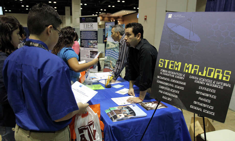 Government and industry involvement are necessary to attract more students to the STEM fields (Science, Technology, Engineering, and mathematics). Photo: JOHN DAVENPORT / JOHN DAVENPORT/SAN ANTONIO EXPRESS-NEWS / jdavenport@express-news.net