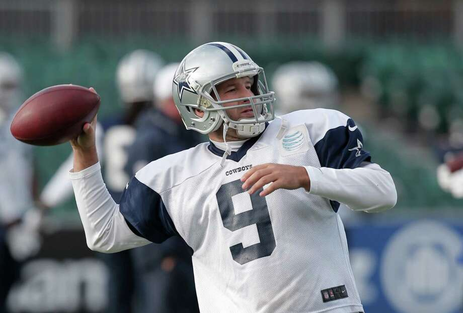 Cowboys quarterback Tony Romo practices for the second straight day Friday as he attempts to get ready to play Sunday after injuring his back two weeks ago. Photo: Lefteris Pitarakis, STF / AP