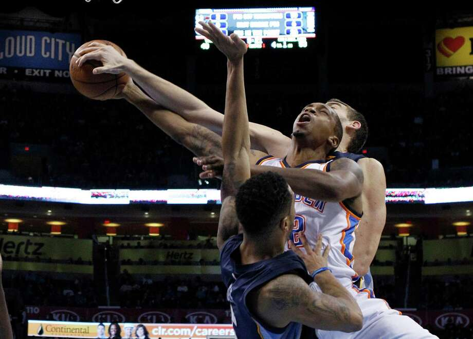 Thunder forward Lance Thomas is sandwiched by Grizzlies guard Courtney Lee, left, and center Marc Gasol, who is on the ball with his block. Photo: Sue Ogrocki, STF / AP