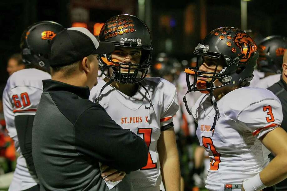 St. Pius head coach Stephen Hill talks with is team on the sidelines of the St. Thomas game Friday night. Photo: Matthew White, Freelance / Freelance