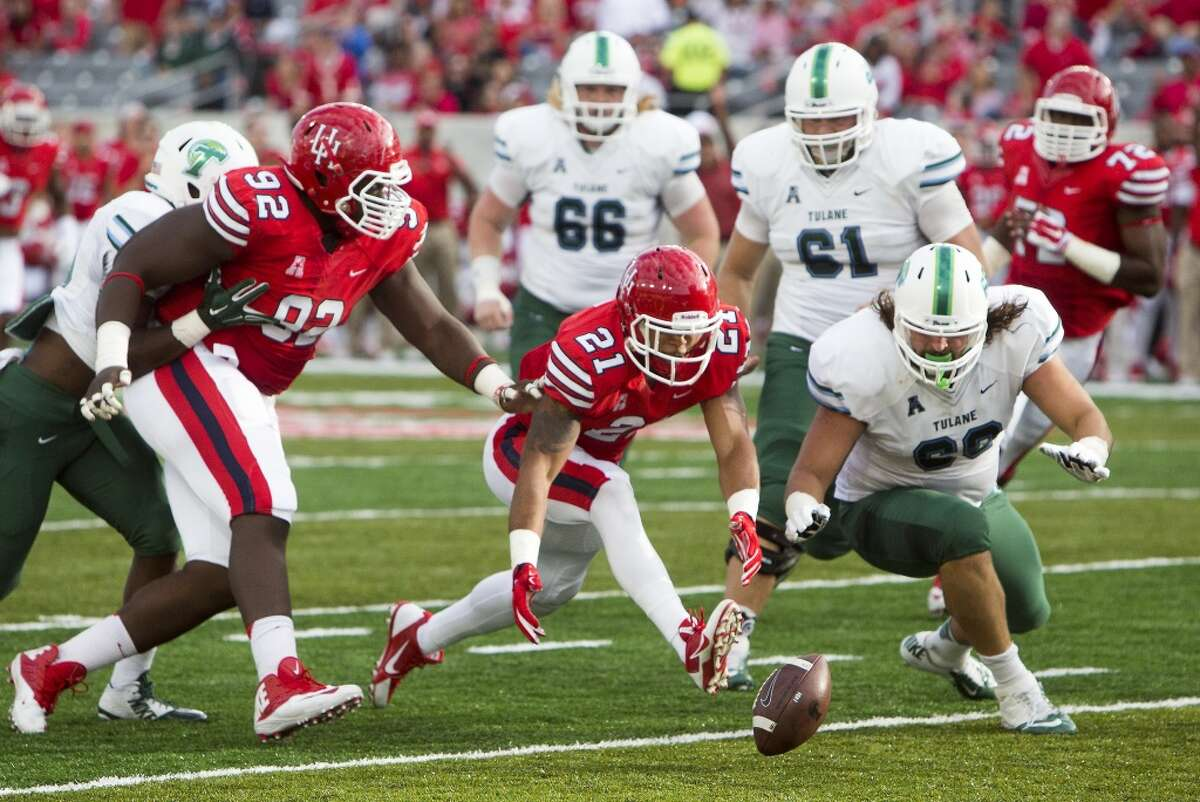 Houston Cougars defensive end Eric Eiland chases a loose ball on a fumble from Tulane Green Wave wide receiver Teddy Veal during the first half of an AAC football game at TDECU Stadium, Saturday, Nov. 8, 2014, in Houston. The fumble resulted in a touchdown. (Cody Duty / Houston Chronicle)