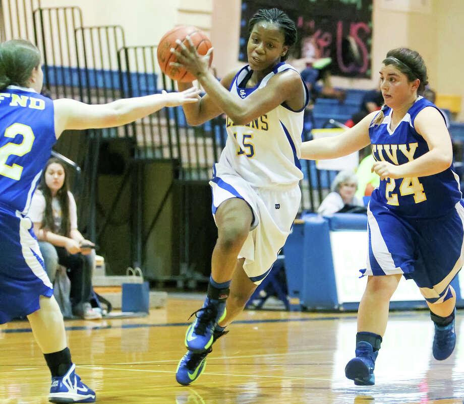 Clemens' Kyra Lambert, pictured against Kerrville Tivy in a JV game last season, had to sit out a season of varsity ball after transferring from Steele. Photo: Marvin Pfeiffer /San Antonio Express-News / Express-News 2014