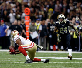 Michael Crabtree's fourth-down, 51-yard reception in front of Corey White set up a game-tying, fourth-quarter field goal.