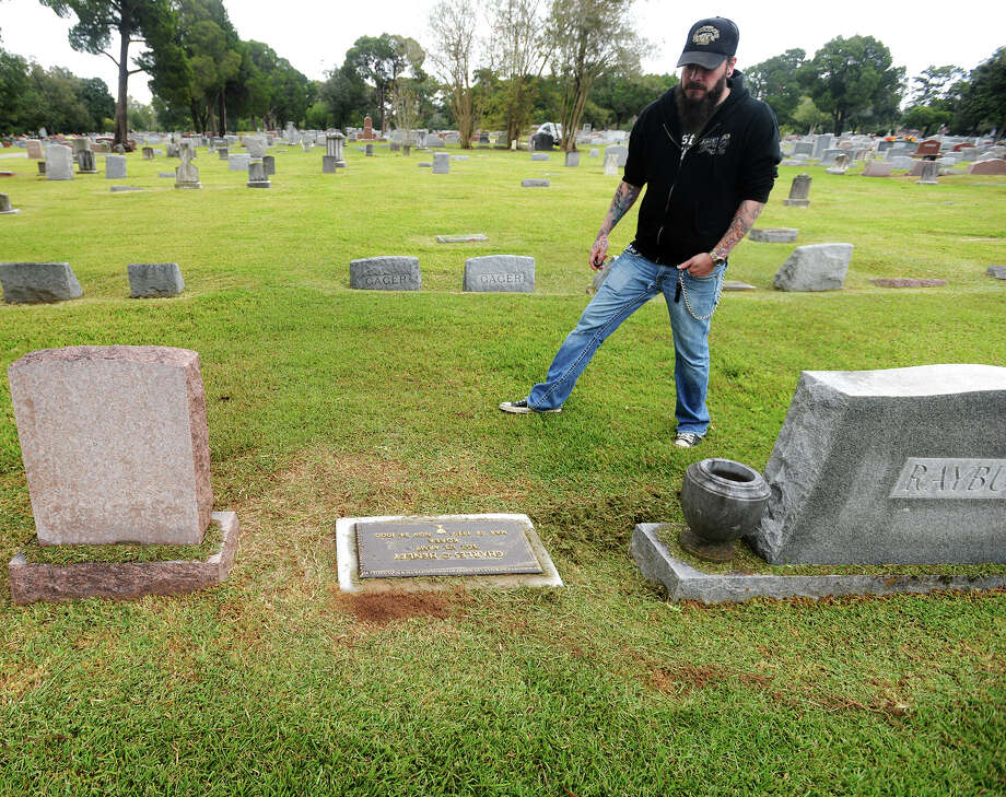 Lee Pelly looks at the headstone of Charles Henley in Magnolia Cemetery on Thursday afternoon. Henley's marker is one of the headstones No Stone Left Un-Turned has had mounted. Lee Pelly and Authum MacCammond run No Stone Left Un-Turned, a nonprofit that seeks to place veteran headstones when a family is unable to do so.   Photo taken Thursday 11/6/14  Jake Daniels/@JakeD_in_SETX Photo: Jake Daniels / ©2014 The Beaumont Enterprise/Jake Daniels
