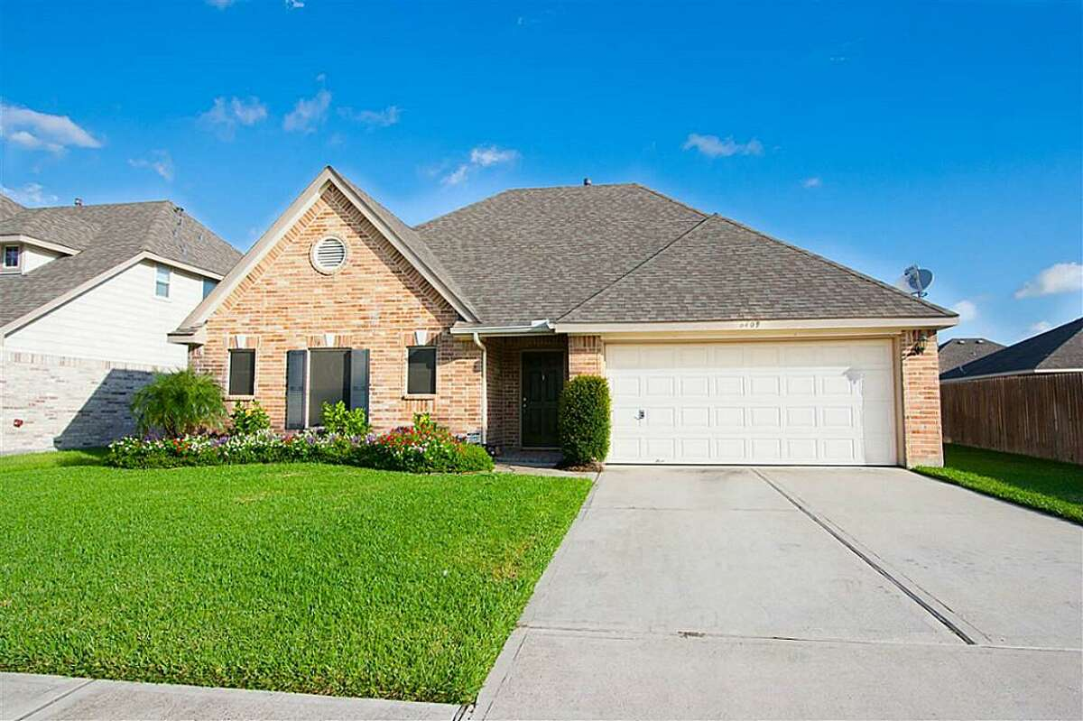 Pearland 6409 Patridge Drive Pearland, Texas 77584 3 bedrooms / 2 full 1 half baths / 1,820 square feet