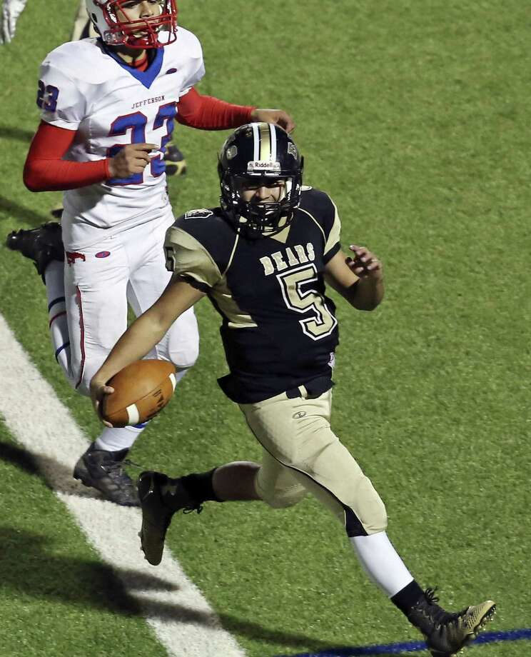 Edison's Jonathan Hernandez threw three touchdown passes and scampered for another in Friday's 28-21 win over Jefferson at Alamo Stadium. Photo: Edward A. Ornelas / San Antonio Express-News / © 2014 San Antonio Express-News
