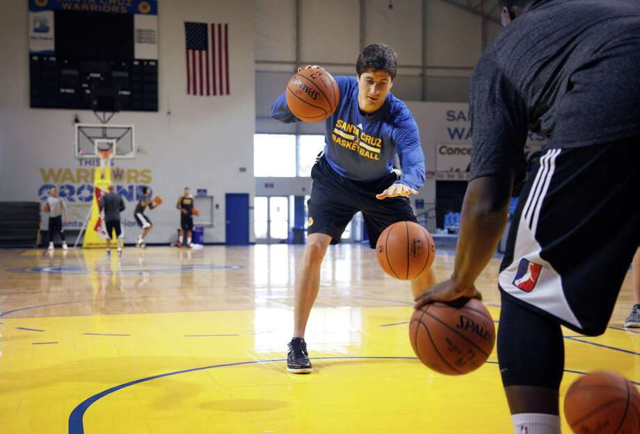 Santa Cruz Warriors assistant coach James Andrisevic run drills as training camp opens. Photo: Preston Gannaway / Special To The Chronicle / ONLINE_YES