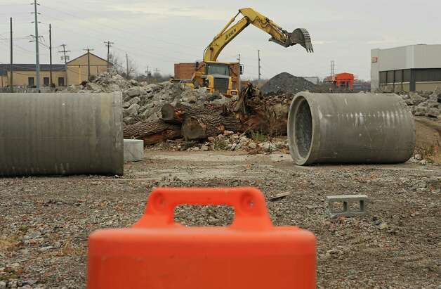 Construction work is seen along the river bank Thursday, Nov. 6, 2014 in Mechanicville, N.Y. (Lori Van Buren / Times Union) Photo: Lori Van Buren