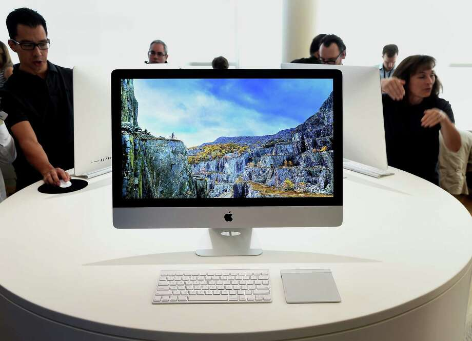 Apple 27-inch iMac computers with 5K Retina Display are on display after a product announcement in Cupertino, Calif., in October. Photo: Noah Berger / © 2014 Bloomberg Finance LP