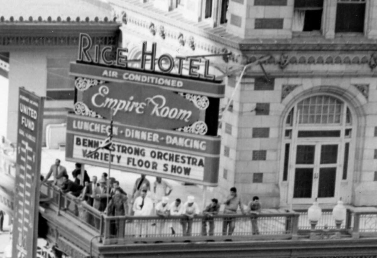 11/11/1954 : Veterans Day Parade in downtown Houston. Beginning of parade taken from sixth floor of building next to Grant's Dept. Store looking towards Rice Hotel.