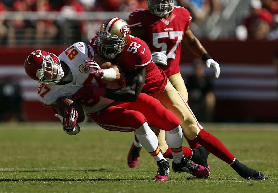 49ers linebacker Patrick Willis hits Chiefs tight end Travis Kelce in October in the next-to-last game of Willis' NFL career. Photo: Scott Strazzante, The Chronicle