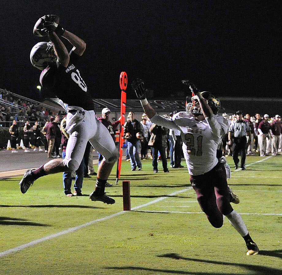 Magnolia wide receiver Gavin Culberson, left, catches a touchdown ago tie the game at 14-14, as Magnolia West defensive back Ryan Colburn defends during the first half of a high school football game, Friday, November 7, 2014, at Bulldog Stadium in Magnolia. (Photo: Eric Christian Smith/For the Chronicle) Photo: Eric Christian Smith, Freelance / 2014 Eric Christian Smith