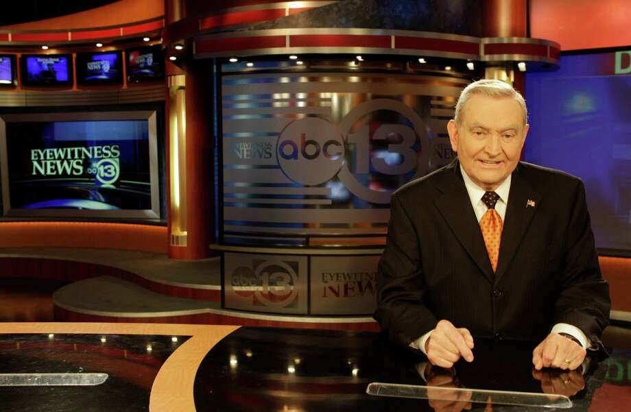 Dave Ward, news anchor, at the anchor desk at Channel 13 Studio in 2011. He will step down from the 10 p.m. broadcast in December. Photo: Melissa Phillip, Staff / © 2011 Houston Chronicle