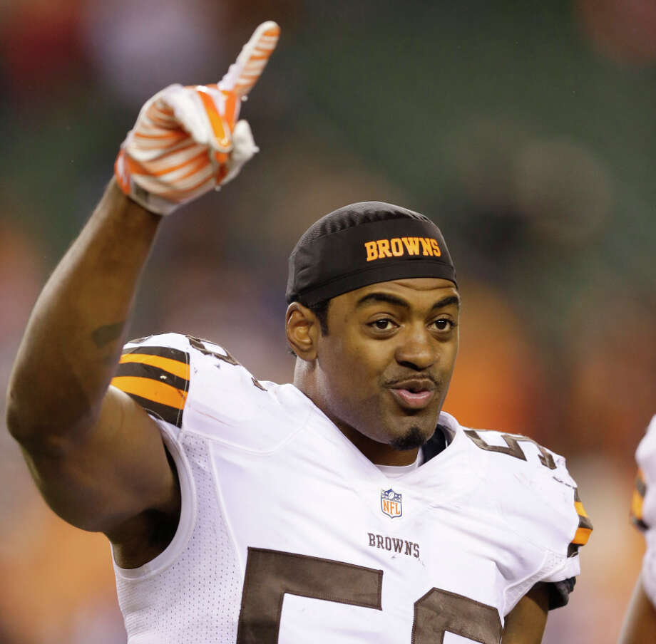 Browns inside linebacker Karlos Dansby celebrates after Cleveland's 24-3 win over Cincinnati on Thursday night. Photo: Michael Conroy / Associated Press / AP
