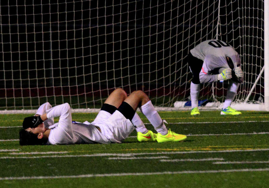 Darien's Andrew Matthew, in foreground and goalie Liam Rischmann react to Glastonbury scoring a goal, during Class LL boys soccer semifinal action in West Haven, Conn. on Tuesday Nov. 11, 2014. Photo: Christian Abraham / Connecticut Post