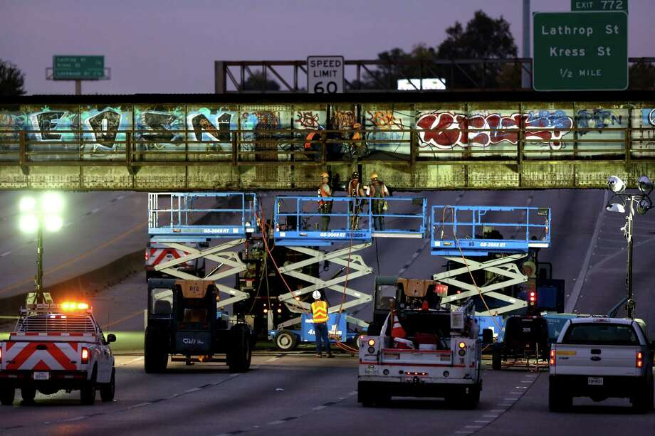 Westbound Interstate 10 East at Loop 610 had to be closed Monday and Tuesday so Union Pacific could repair the damage to its bridge. Photo: Gary Coronado, Staff / © 2014 Houston Chronicle