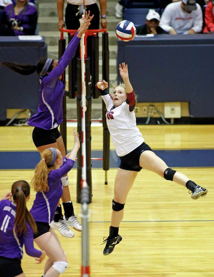 Caitlyn Cooper, top, was a tower of strength for Ridge Point as George Ranch's Allison Lanik, right, found out on this point. Photo: Craig Hartley, Freelance / Copyright: Craig H. Hartley