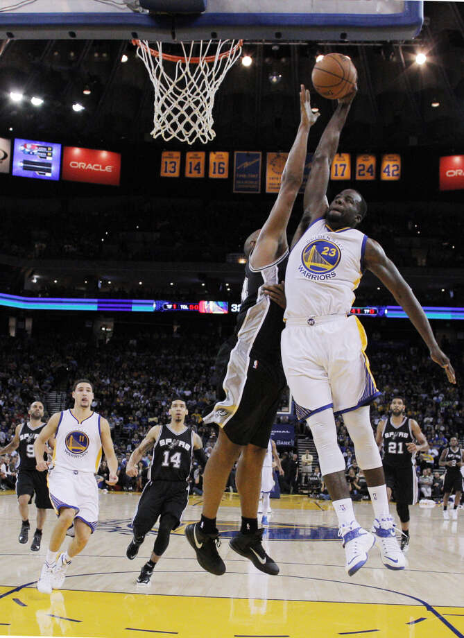 Draymond Green took a closer look on video in the offseason at how the Spurs' Boris Diaw (left) plays. Photo: Carlos Avila Gonzalez / The Chronicle / ONLINE_YES