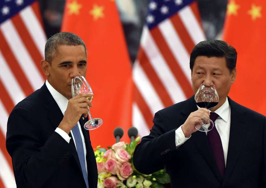 U.S. President Obama and Chinese President Xi Jinping drink a toast at a lunch banquet in the Great Hall of the People in Beijing Wednesday. Photo: Greg Baker / Associated Press / POOL AFP