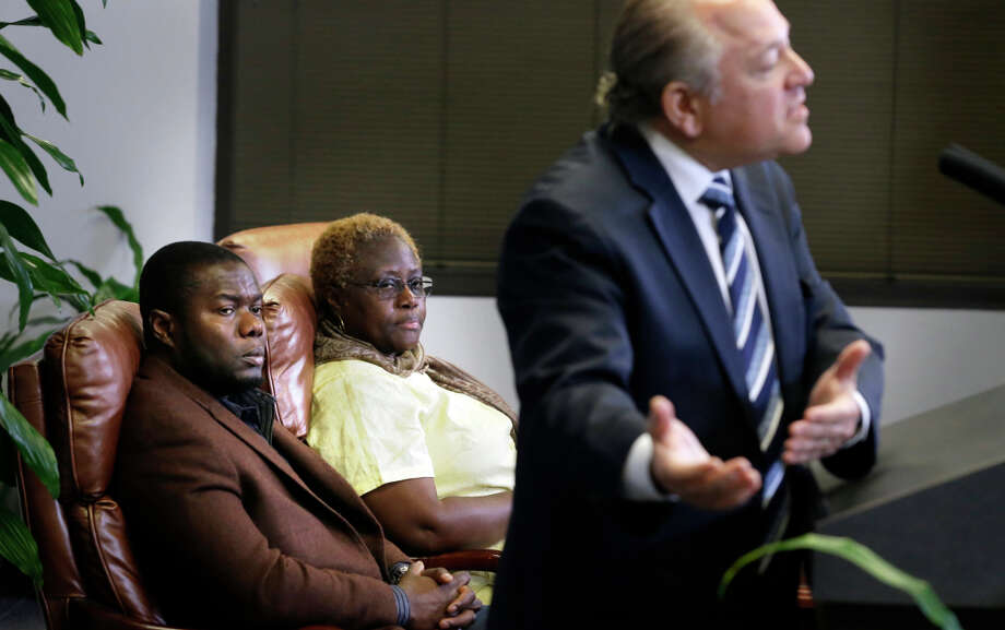 Attorney Les Weisbrod speaks to the media in Dallas as Ebola victim Thomas Eric Duncan's nephew, Josephus Weeks, and sister, Mai Wureh, listen. Photo: LM Otero / Associated Press / AP