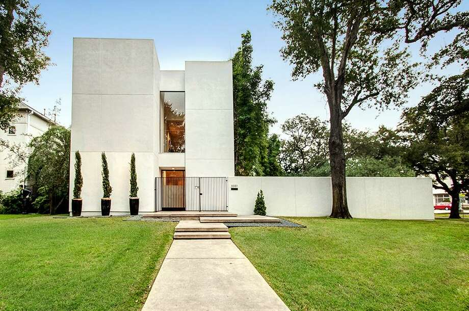 5331 Cherokee: The contemporary abode is right at home in the Museum District and comes with 4-5 bedrooms, 4 full and 2 half baths and a beautiful saltwater pool. Photo: Courtesy Of Houston Association Of Realtors