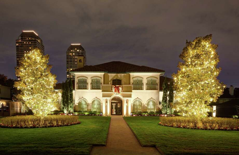 Business already booming for Houston holiday lights installers - Business Already Booming For Houston Holiday Lights Installers