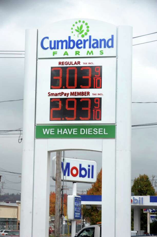 Gas prices are falling. SmartPay members can fill up for under $3 per gallon at the Cumberland Farms in Ansonia, Conn. Wednesday, Nov. 12, 2014. Photo: Autumn Driscoll / Connecticut Post