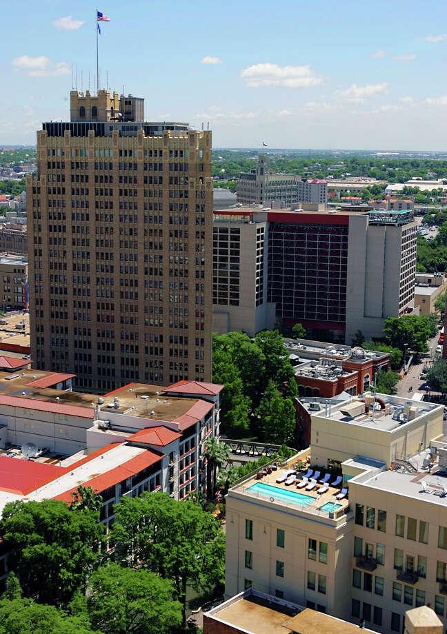 San Antonio        Population: 1,399,725      Violent Crime: 8,828       Murder and manslaughter: 72                     Rape: 663             Robbery: 2,192   Aggravated assault: 5,901              Property crimes: 79,994                 Burglary: 14,850                 Larceny: 58,567  Motor vehicle theft: 6,577            Arson: 315 Photo: WILLIAM LUTHER, SAN ANTONIO EXPRESS-NEWS / SAN ANTONIO EXPRESS-NEWS