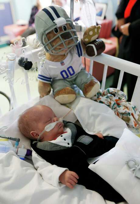 J.J. Nelson sleeps before the marriage of his mother Kristi Warriner and father Justin Nelson in the neonatal intensive care unit of Cook Children's Medical Center  in Fort Worth, Texas on Tuesday, Nov. 11, 2014.  J.J. was born Sept. 2, about 15 weeks early, at 1 pound, 13 ounces, and has breathing problems due to underdeveloped lungs. His twin brother, Colt Austin Nelson, was stillborn.  The Nelsons are optimistic that they will be able to take their growing son home by Christmas. He now weighs more than 6 pounds. (AP Photo/The Fort Worth Star-Telegram, Ron T. Ennis)  MAGS OUT; (FORT WORTH WEEKLY, 360 WEST); INTERNET OUT Photo: Ron T. Ennis, MBI / The Fort Worth Star-Telegram