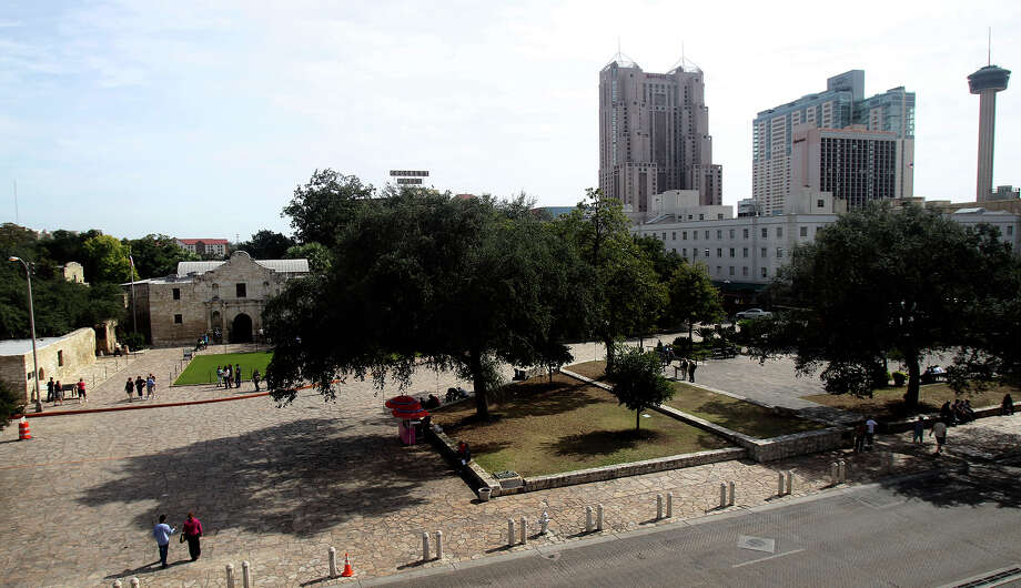 An advisory committee is working on a master plan for Alamo Plaza, but a significant financial investment will be required give it meaning. Photo: JOHN DAVENPORT / JOHN DAVENPORT / San Antonio Express-News / ©San Antonio Express-News/John Davenport