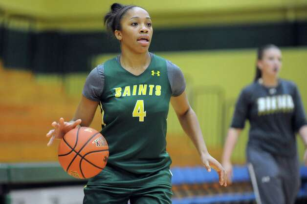 Siena's Emia Willingham, left, drives up court during basketball practice on Friday, Nov. 7, 2014, at Siena College in Loudonville, N.Y. (Cindy Schultz / Times Union) Photo: Cindy Schultz / 00029383A