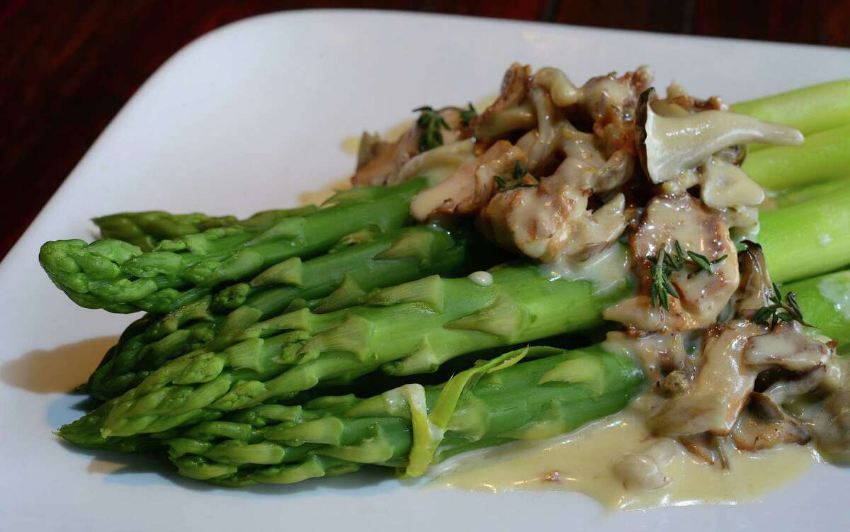 The asparagus with mushrooms at Folc.