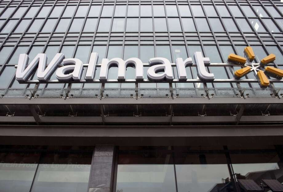 Walmart has improved, but it still lags behind hundreds of companies. Photo: BRENDAN SMIALOWSKI / AFP/Getty Images / AFP