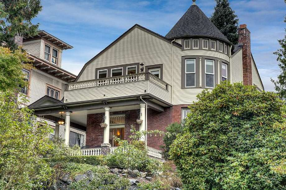 Front of 957 18th Ave. E. Photo: Courtesy Deirdre Doyle And Amy Sajer/Windermere Real Estate
