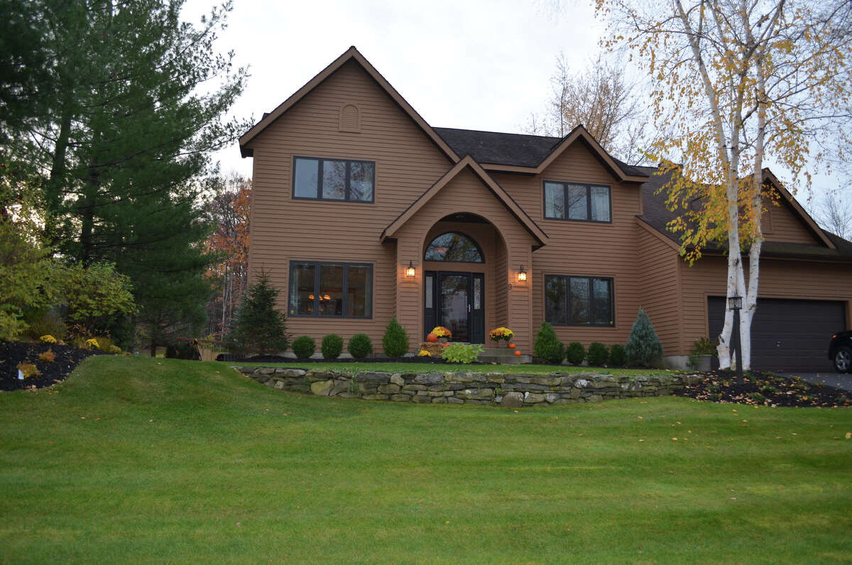 House of the Week: 9 Fox Run, Latham | Realtor: Dade Canfield of Tech Valley Real Estate | Discuss: Talk about this house