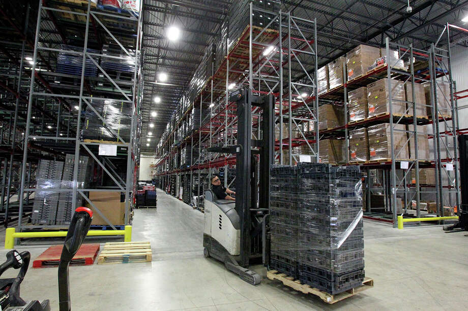 Two-thirds of food-insecure households with children have at least one working adult, and 58,000 people are served by the San Antonio Food Bank each and every week of the year. Photo: Tom Reel / Tom Reel / San Antonio Express-News