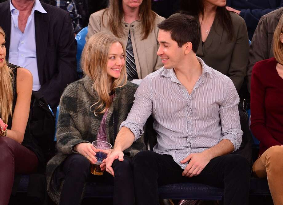 Amanda Seyfried and Justin Long attend the Orlando Magic vs New York Knicks game at Madison Square Garden on November 12, 2014 in New York City. Photo: James Devaney, GC Images