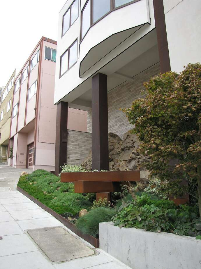 The two-unit building at 1535-1555 Francisco St. is nothing much in terms of architecture, but the sandstone outcrop that pushes out from the foundation is an evocative reminder that Russian Hill and other San Francisco peaks as acts of nature as well as neighborhoods with views. Photo: John King