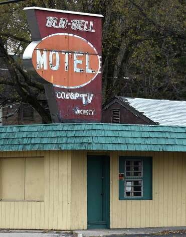 Exterior view of the Blu-Bell Motel Thursday afternoon Nov. 13, 2014 in Colonie, N.Y.    (Skip Dickstein/Times Union) Photo: SKIP DICKSTEIN / 00029473A