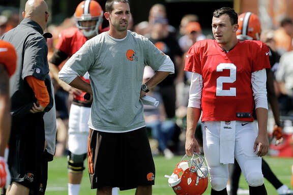 Browns backup QB Johnny Manziel, right, talks with offensive coordinator Kyle Shanahan, whose offense has been described as being quarterback-friendly.