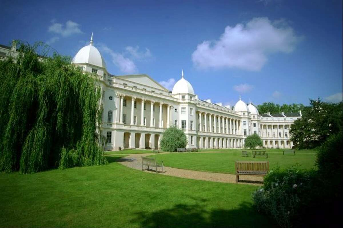Wealth-X recently ranked the business college MBA programs with the most billionaire alumni. Click through to view the top 10. 10. London Business School (London) Number of billionaire alumni: 4 | Notable billionaire alumnus: Kumar Mangalam Birla