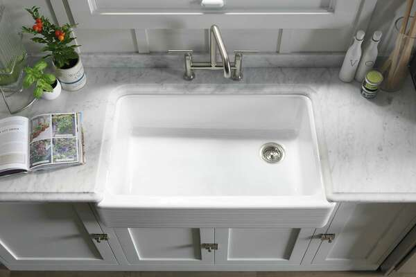 Having an offset drain in a single-bowl sink allows more area for placing dishes, but it requires a faucet that can reach for rinsing debris down the drain.