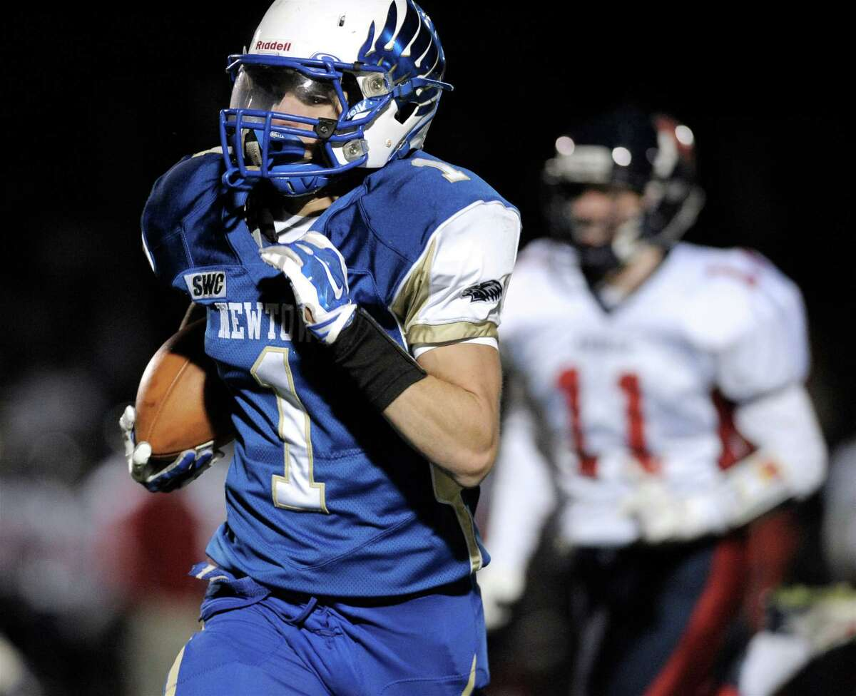 The three-time defending SWC champions must develop a new downfield threat after graduating all-state tight end Julian Dunn and speedy slot receiver Troy Frangione. The 6-foot Carpenter, who averaged an impressive 29.1 yards per catch as a junior, could take on a much larger role. Coach's take: