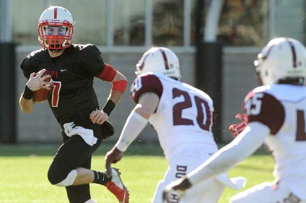 RPI's quarterback Tommy Morgan, left, runs the ball during their football game against Union on Saturday, Nov. 15, 2014, at Rensselaer Polytechnic Institute in Troy, N.Y. (Cindy Schultz / Times Union) Photo: Cindy Schultz / 00029476A