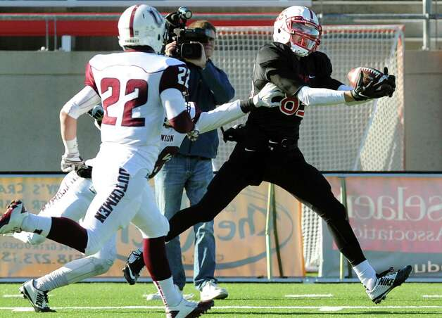 RPI's Logan Gaddar, right, catches a pass and runs in for a touchdown during their football game against Union on Saturday, Nov. 15, 2014, at Rensselaer Polytechnic Institute in Troy, N.Y. (Cindy Schultz / Times Union) Photo: Cindy Schultz / 00029476A