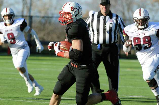 RPI's Nick Schlatz, center, carries the ball during their football game against Union on Saturday, Nov. 15, 2014, at Rensselaer Polytechnic Institute in Troy, N.Y. (Cindy Schultz / Times Union) Photo: Cindy Schultz / 00029476A