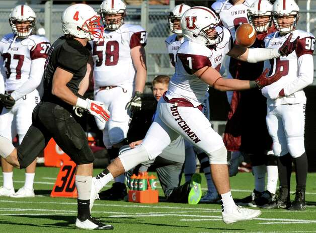 Union's Kyle Reynolds, right, bobbles a pass and then catches it as RPI's Nick Borkowski defends during their football game on Saturday, Nov. 15, 2014, at Rensselaer Polytechnic Institute in Troy, N.Y. (Cindy Schultz / Times Union) Photo: Cindy Schultz / 00029476A