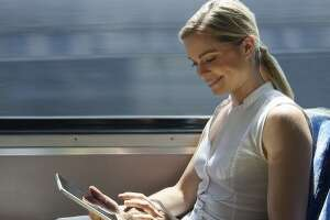 7 smart activities to do during your commute - Photo