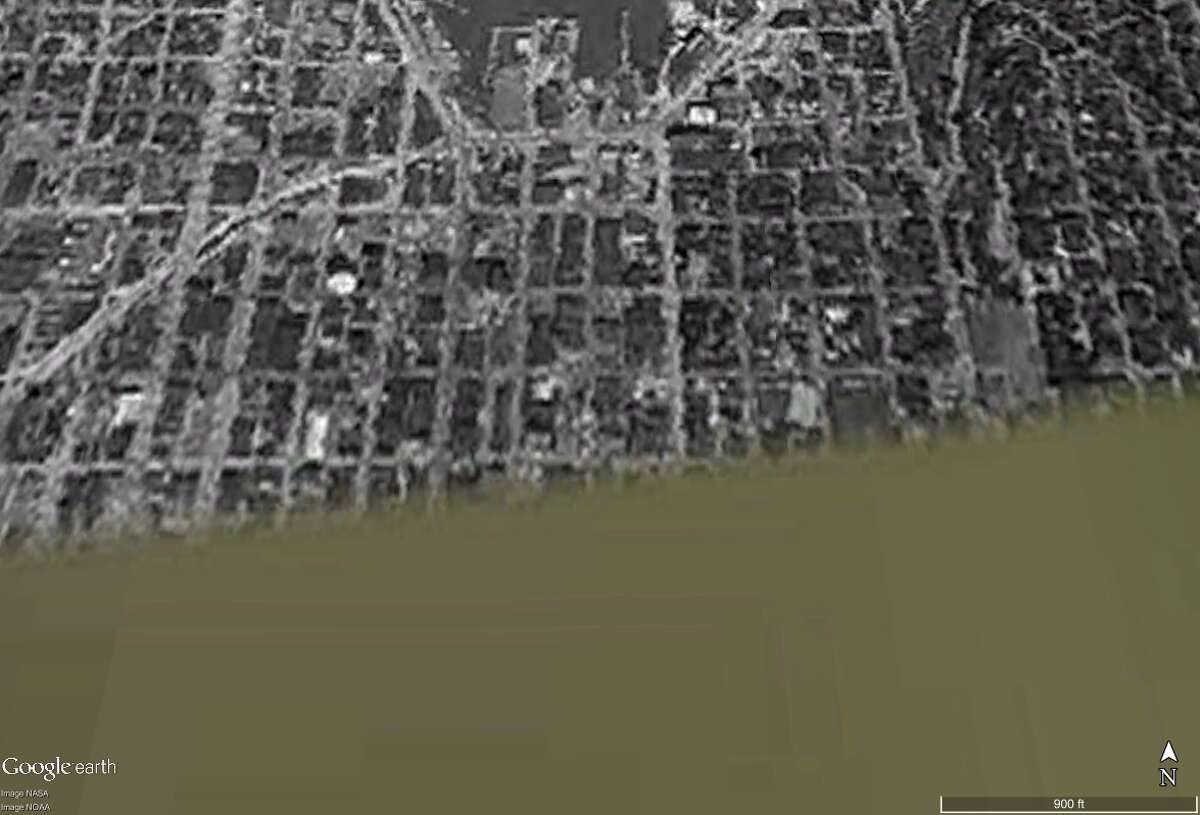 Here is South Lake Union seen from space in June 1961. It's the earliest satellite image Google Earth Pro had available of that area. In fact, as you'll see in following slides, that single grainy image of the area around Lake Union is the earliest for entire region. Either the Department of Defense was wondering if it should drop anti-communist leaflets there or that image got recorded for some other reason ... Anyway, click on to see how things have changed and not changed for South Lake Union ... especially Mercer Street!  (You'll notice I-5 is under construction, but more on that in a later slide)